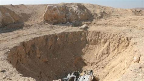 Islamic State buried thousands of victims in sinkhole mass